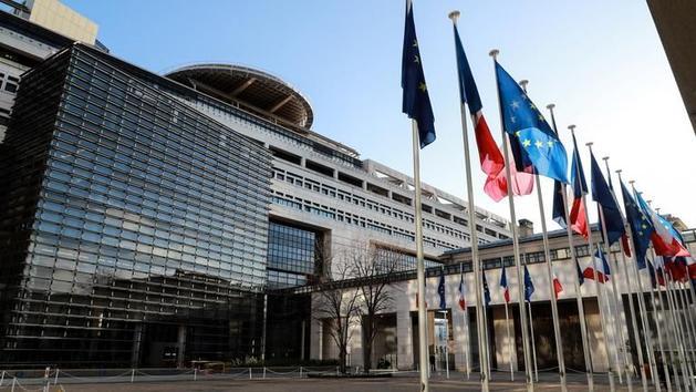 la Suisse va transmettre l'identité de clients d'UBS au fisc français